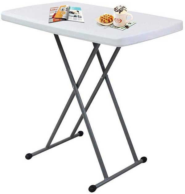 Table compacte et pliable