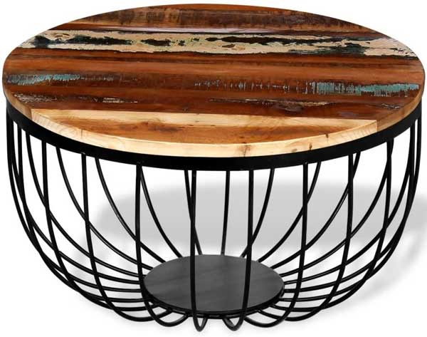 Table basse design avec plateau en bois.